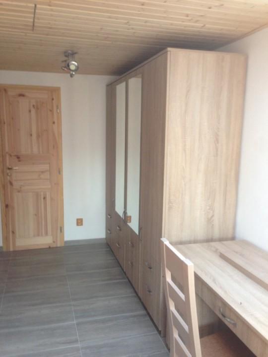 Vestavná skříň - dveře na panty