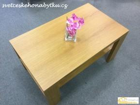 Konferenční stolek vyroben s dubové dýhy.