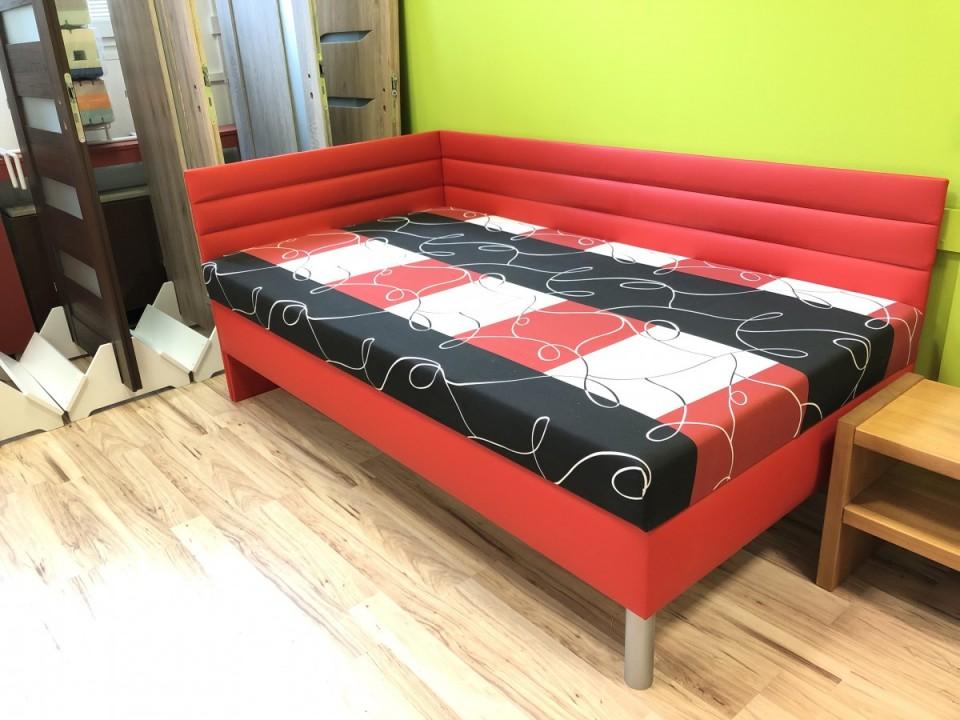 Čalouněná postel